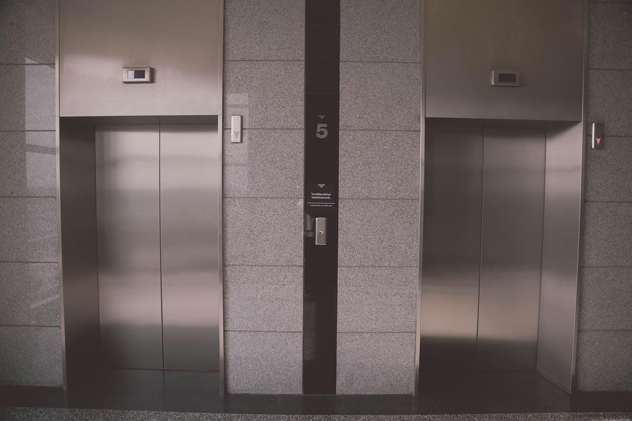 charges-d-ascenseur